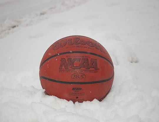 basketball-in-snow